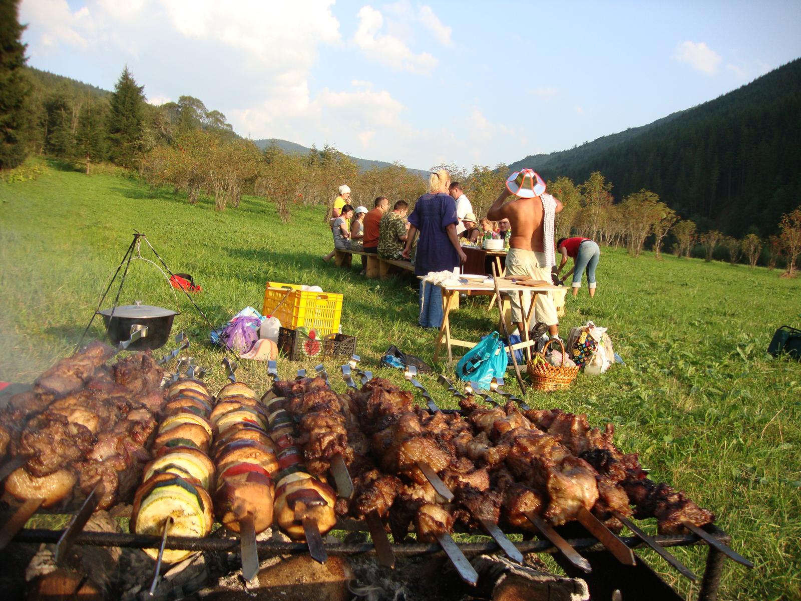 фото пикника с шашлыками на природе царских времен окутан